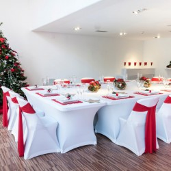 Inchiriere mese dreptunghiulare albe pentru nunti petreceri sfarsit de an